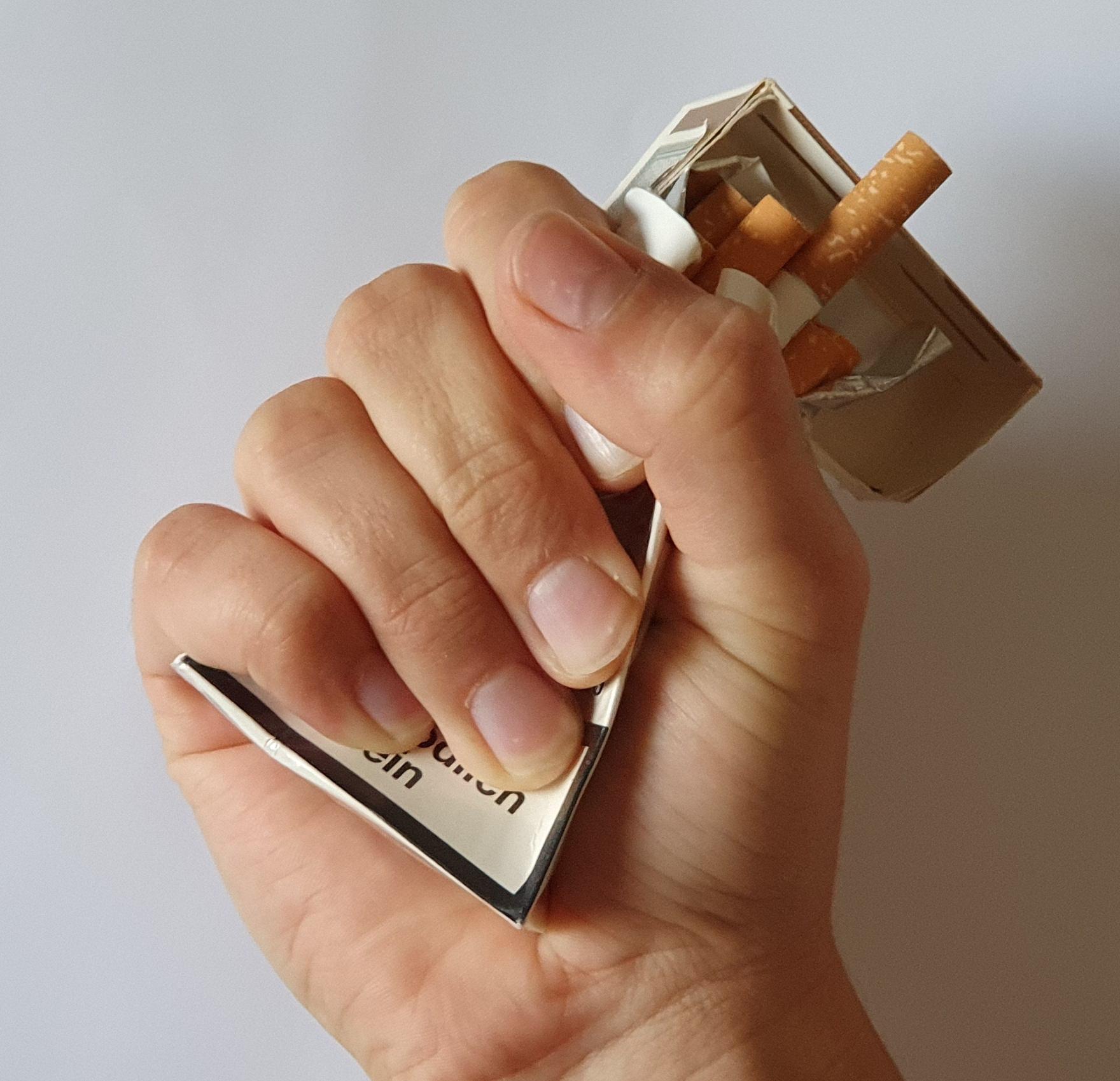 Zigarettenschachtel zerdrückt